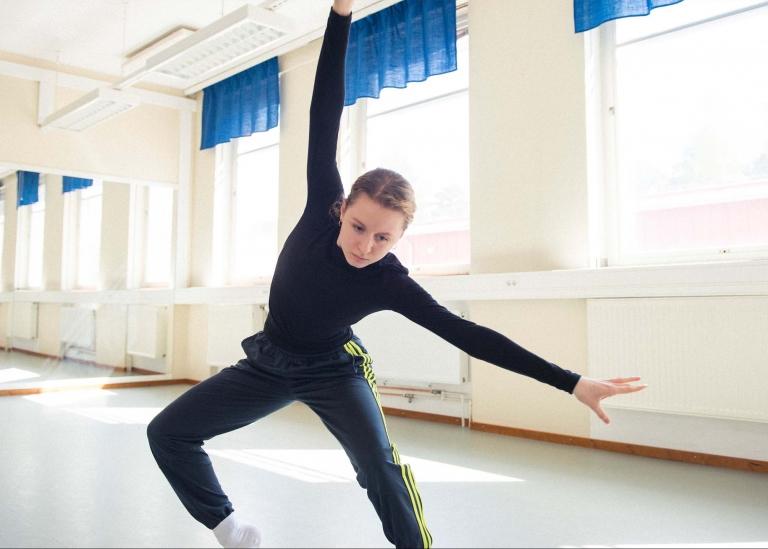 Bild på deltagare som dansar